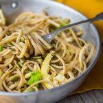 Spaghetti integrali con finocchi, pinoli e limone