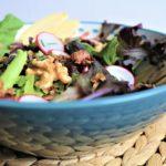Settimana Veg: insalata di stagione con legumi e granola